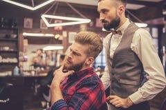 Al negozio di barbiere immagine stock