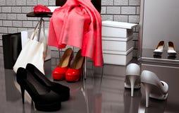 Al negozio di scarpe Primo piano della sedia, della sciarpa rossa, della borsa e della s Immagine Stock Libera da Diritti