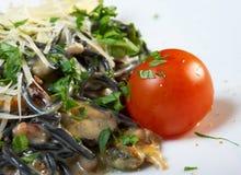Al Nero di Seppia спагетти стоковое фото