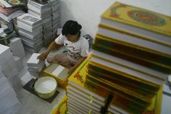 Al Quran Production In Indonesia Royalty-vrije Stock Afbeelding