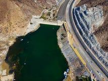Al Rafisah Dam in Khor Fakkan in de Verenigde Arabische Emiraten stock fotografie