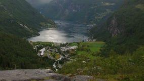 Al rallentatore della vista su Geirange in Norvegia archivi video