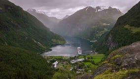 Al rallentatore della vista su Geirange in Norvegia video d archivio