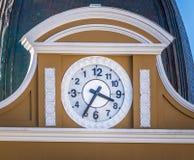 Al revés reloj del palacio boliviano del gobierno - La Paz, Bolivia Foto de archivo libre de regalías