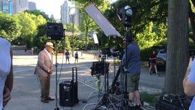 Al Roker подготавливает для его телевизионной передачи видеоматериал