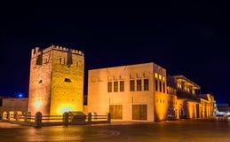 Al Shindagha Watch Tower dans la crique Photographie stock