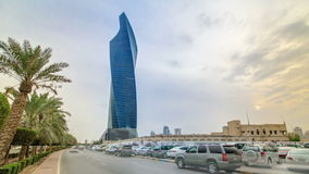 Al Tijaria Tower en hyperlapse del timelapse de la ciudad de Kuwait Kuwait, Oriente Medio metrajes