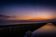 Al tramonto sulla spiaggia Immagini Stock Libere da Diritti