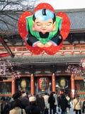 Al tubo principale del tempiale di Senso-ji (Tokyo, Giappone) Immagini Stock