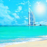 Al van Burj Arabisch hotel op strand Jumeirah in Doubai Stock Foto's