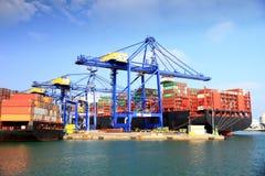 AL van het containerschip MURABBA in de containersterminal die wordt gedokt Royalty-vrije Stock Afbeeldingen