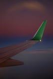 Ala de Airbus en la puesta del sol durante vuelo Imágenes de archivo libres de regalías