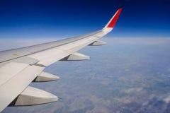 Ala de un vuelo del aeroplano fotografía de archivo libre de regalías