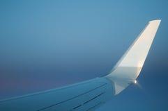 Ala del aeroplano con el cielo Fotografía de archivo