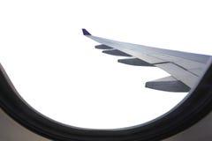 Ala del aeroplano de la ventana aislada en blanco Ahorrado con el clipp Fotografía de archivo libre de regalías