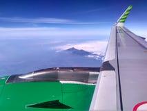 Ala del avión con Cloudly Bluesky Imagen de archivo libre de regalías