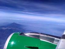 Ala dell'aereo con il cielo nuvoloso Immagini Stock