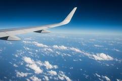 Ala dell'aeroplano durante il volo fotografia stock libera da diritti