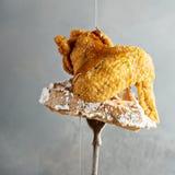 Ala di pollo fritto con una cialda Fotografia Stock Libera da Diritti