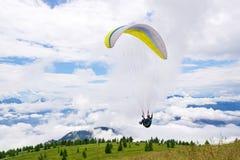 Ala flexible al principio sobre las nubes Fotografía de archivo libre de regalías