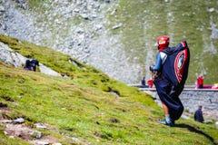 Ala flexible no identificada en el lago Balea, montaña de Fagaras, Rumania Fotos de archivo