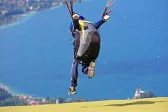 Ala flexible sobre el lago Annecy Fotografía de archivo