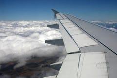 Ala y nubes Imágenes de archivo libres de regalías