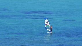 ALACATI, CESME,土耳其- 2015年5月:风帆冲浪,风冲浪 股票录像
