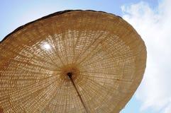 Alacati-Landschaft von Sonnenruhesesseln Lizenzfreies Stockfoto