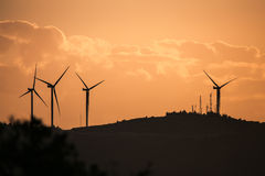 Alacati-Windkraftanlagen Stockfotografie