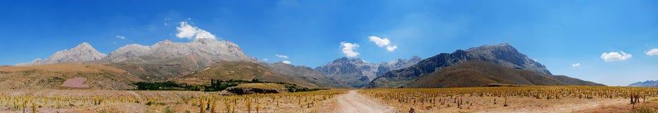 Aladaglar-Berge in Nigde lizenzfreie stockfotos