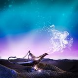 Aladdin lampa w pustyni Obrazy Royalty Free