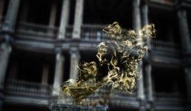 Aladdins magiska lampa i rök på gotiska halloween Fotografering för Bildbyråer