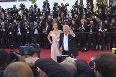Alain Delon und Marine Lorphelin Stockbilder