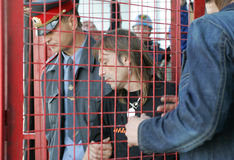 Alain Robert festgehalten in Moskau Lizenzfreie Stockfotos