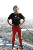 Alain Robert oben auf Wolkenkratzer Lizenzfreies Stockfoto