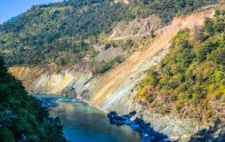 Alaknanda flod Arkivfoto