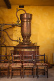 Alambicco per distillare vino fotografia stock libera da diritti