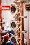 Alambique de cobre para hacer el alcohol foto de archivo libre de regalías