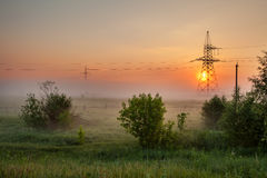 Alambre de la electricidad en la salida del sol Imagenes de archivo