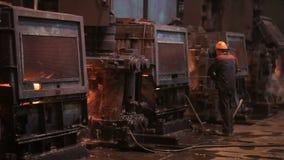 Alambre de la fabricación Trabajos de acero almacen de metraje de vídeo