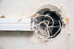 Alambre expuesto en el cableado eléctrico Imagen de archivo libre de regalías