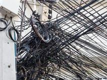 Alambre sucio en los posts de la electricidad Fotos de archivo libres de regalías