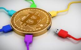 Alambres del color USB conectados con el Bitcoin Fotografía de archivo