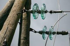 Alambres eléctricos en un pilar, cierre para arriba Foto de archivo