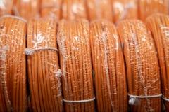 Alambres eléctricos para atar con alambre el cableado imagen de archivo