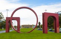 A alameda da universidade de Lisboa, Portugal, com a construção da reitoria Foto de Stock Royalty Free