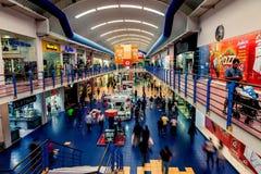 A alameda de Albrook na Cidade do Panamá é o shopping o maior na cidade fotos de stock royalty free
