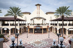 Alameda de BayWalk em St Petersburg, Florida Imagens de Stock Royalty Free