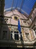 alameda de compra luxuosa do 19o século em Bruxelas da baixa. Imagens de Stock Royalty Free